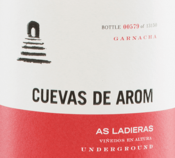 The As Ladieras from Cuevas de Arom is an excellent, grape varietal red wine from the Spanish region of D.O. Campo de Borja in Aragon. A bright ruby red with bright red highlights shines in this wine in the glass. The complex bouquet presents complex, intense aromas: red and black berries appear in combination with floral notes. The floral-berry play of aromas is accompanied by finely smoky hints. The aroma complexity of the nose is also reflected on the palate and is enveloped by a wonderful freshness. The tannins are subtly integrated into the very good body and are accompanied by a hint of clove and black pepper. The final convinces with a wonderful length. Vinification of Cuevas de AromAs Ladieras The Garnacha grapes for this Spanish red wine grow from 25-year-old vines at an altitude of 500-600 m in a flat position. The harvesting is done exclusively by hand. In the wine cellar, the harvested material is gently pressed and then fermented at a controlled temperaturein 5000 litres of cement tanks and then in the cement tank and wine egg. After completion of the fermentation process, this wine is stored for 8 months in French oak barrels. Finally, this wine is lightly filtered and poured onto the bottle. Food recommendation for the As Ladieras by Cuevas de Arom This dry red wine is decanted early on an absolute solo pleasure. Or serve this wine for cozy barbecues with family and friends. Awards for As Ladieras Guía Peñín: 92 points for 2015 The Wine Advocate: 91 points for 2015