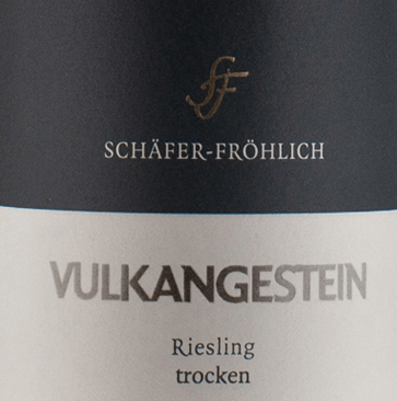 In the bouquet of this Riesling you can feel cool minerality with lots of flint. Lively, animating fresh, firm, pure and clear, this is how Riesling quality wine Vulkgestoein by Schäfer-Fröhlich can be described. Due to its subtle and very fine structure, it looks elegant and slender in its kind.The minerality appearing on the palate behaves puristically and extremely compact, almost concentrated. The taste is mint and lemon balm with some citrus fruit. Overall, a rather complex, profound and well-balanced wine, in which the mineral terroir character is very well reflected.