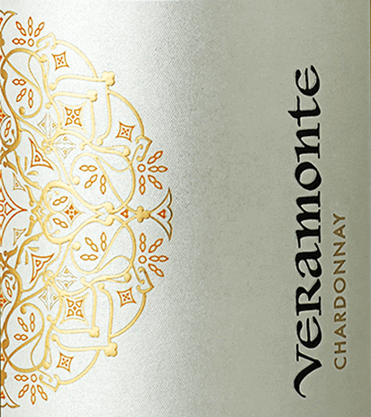 In the Chilean wine-growing region Casablanca Valley, the grapes grow for this supple, grape-varietalChardonnay from Veramonte. With a bright straw yellow and green-golden reflections, this wine shimmers in the glass. The expressive bouquet enchants the nose with aromas of yellow fruits (ripe pear and quince), fresh lemon peel and lemon cream (lemon curd) and finest hints of vanilla and roasted notes. The palate is completely convinced by the pure fruit and the creamy-melting texture. The body is wonderfully elegant and harmonious. The finale offers a beautiful balance between melting and fruity freshness. Vinification of Chardonnay Veramonte During the night, the grapes are harvested in the Casablanca Valley and immediately brought to the Veramonte winery. There, the readings are pressed in their entirety and fermented in the stainless steel tank. This Chilean white wine is then aged to 50% both in a stainless steel tank and in a wooden barrel (8 months). Food recommendation for Veramonte Chardonnay This dry white wine from Chile goes perfectly with all kinds of creamy risotto variations, fresh pasta and lasagne, but also with dishes of Thai cuisine - especially dishes with coconut milk.