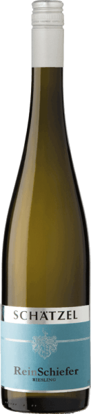 The Riesling Nierstein ReinSchiefer from the Rheinhessen wine-growing region is reflected in the glass in brilliantly shimmering light yellow. After the first swirl, this white wine is characterized by a fascinating lightness, which allows it to dance smoothly in the glass. Poured into a white wine glass, this white wine from the Old World presents wonderfully expressive aromas of pear, apple, quince and shade morals, rounded off by other fruity nuances. This dry white wine from Weingut Schätzel is ideal for wine lovers who prefer to drink bone-dry. The Riesling Nierstein ReinSchiefer comes very close to this, since it was vinified with just 5 grams of residual sugar. On the palate, the texture of this light-footed white wine is wonderfully light. Thanks to its concise fruit acid, Riesling Nierstein ReinSchiefer reveals itself wonderfully fresh and lively on the palate. In the finish, this white wine from the Rheinhessen wine-growing region finally inspires with considerable length. Again, there are hints of plum and shadow morals. Vinification of the Weingut Schätzel Riesling Nierstein ReinSchiefer The elegant Riesling Nierstein ReinSchiefer from Germany is a pure wine made from the Riesling grape variety. Riesling Nierstein ReinSchiefer is an Old World wine through and through, because this German wine breathes an extraordinary European charm, which clearly underlines the success of wines from the Old World. The development of the harvested material for this wine from Riesling is influenced to a very large extent by the climate of the growing region. In Rheinhessen, the grapes thrive in a rather cool climate, which is reflected, among other things, in particularly long and even grapes and a rather moderate must weight. After the hand-picking, the grapes quickly reach the press house. Here they are selected and carefully ground. This is followed by fermentation at controlled temperatures. The fermentation is followed by maturation . Food recommendation for the Wein