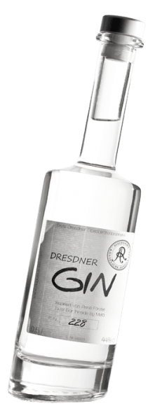 """The Dresden premium ginfrom Augustus Rex shows a highly aromatic and expressive side without being too strong. The boquet of this artisanally distilled Dresden gin exudes classic notes of juniper paired with fresh citrus fruits. On the palate, the Dresden gin """"Twist"""" (also due to the oblique bottle) presents itself wonderfully spicy and stimulating. Lemon balm and coriander are among the complementary botanicals, the rest remaining a secret of the distiller. Floral tones round off the experience for all the senses. Distillation of the Dresden gin by Augustus Rex The Dresden gin is distilled in the Augustus Rex distillery in a 300-litre distillery bubble, which gives it its strong aroma, distinguishing it from industrially produced gin. The philosophy of Augustus Rex and his chief distiller Georg W. Schenk is to produce only the highest quality fires and to use only the very best basic ingredients. This quality makes Augustus Rex known not only across the borders of Saxony, but also in Germany. The idea of making a Dresden gin had 30 bartenders in 2010. During a visit to Georg W. Schenk by Augustus Rex on the outskirts of Dresden, you were able to convince yourself of the quality of the in-house distillates and liqueurs and together developed the August Rex Dresden gin. All this expertise of the bartenders, together with the distiller's craftsmanship, is in the Dresden gin. That's what makes this premium gin. Botanicals focus on various citrus peels, which are distilled in a 300-litre bubble. Other botanicals include coriander, marjoram, lavender, balm, gentian and ginger. Recommended enjoyment for the Augustus Rex Twist Gin Enjoy this premium gin pure or in cocktails and long drinks such as gin & tonic, negroni or martini."""