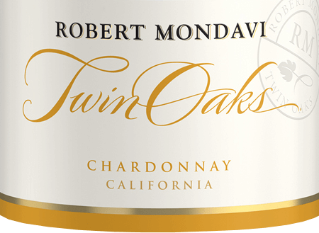 Robert Mondavi's Twin Oaks Chardonnay from California is a fine-cream, elegant white wine cuvée from the Chardonnay (77%), Colombard (14%), Muscat (4%), Viognier (3%) and Verdejo (2%) grape varieties. A bright straw yellow with golden reflections shimmers in this wine in the glass. The aromatic bouquet reveals fruity-fresh aromas of crisp apples, ripe pears and white-fleshy peaches - underlined by a hint of cinnamon and summer flowers. Also on the palate, the fresh notes of the nose present themselves with a slightly creamy texture and filigree nuances of vanilla and toast. The body is supported by the clear, present fruit and leads to a long, elegant finale. Vinification of Robert Mondavi Chardonnay Twin Oak After harvesting the grapes, which grow on different vineyards (mainly Central Coast and Lodi) in California, the harvested material is gently pressed and the must is fermented cold in stainless steel tanks. This white wine then matures both in stainless steel tanks and in French oak barriques. Food recommendation for the Chardonnay Twin Oaks Robert Mondavi Enjoy this dry white wine from the USA well chilled as a welcome aperitif. Or hand this wine over to all kinds of finger food, fresh fish from the grill or vegetable rice pans.
