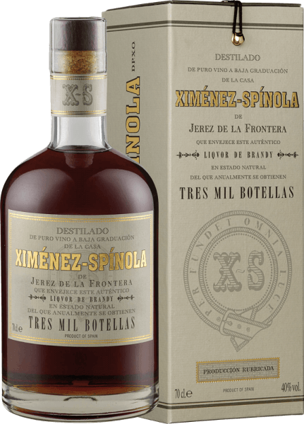 The Brandy 3,000 botellas D.O. by Ximénez-Spinola is presented in the glass in a golden to amber tone and seduces with its wonderful bouquet of raisins and dried fruits. It is rounded off by fine roasted aromas of noble wood. This Pedro Ximenez brandy is exceptionally soft and persistent. A silky brandy that is absolutely unforgettable and limited. Enjoy this brandy as a digestif.