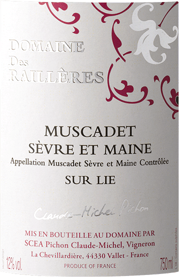 The Muscadet Sèvre et Maine from Domaine des Railleres delights with a light yellow colour and platinum yellow highlights. Discreet white floral notes and an incredibly fine minerality fill the nose. After the glass is swirled, aromas of fresh, sun-ripened lemon, fresh pear and green apple unfold. On the palate this Muscadet from Domaine des Railleres presents itself cool, slender and of noble clarity. The fresh acidity and the complexity produced by the bâtonnage give the wine a beautiful strength. Vinification of Muscadet Sèvre et Maine from Domaine des Railleres This classic white wine from the Loire estuary breathes the pure power of the Atlantic Ocean, which is also reflected in its mineral aroma. After harvesting 100% Melon de Bourgogne grapes, they are destemmed and crushed. In order for the Domaine des Railleres Muscadet to bear the name sur lie, it must remain on the yeast at least until 1 March of the following year after fermentation. This gives the Muscadet a more complex aroma and greater freshness. Moreover, this classic Loire white wine retains a touch of carbon dioxide so that it tickles slightly. Food recommendation for Muscadet Sèvre et Maine from Domaine des Railleres This white wine from France is a perfect accompaniment to oysters and shellfish such as lobster and scampi, but is also wonderful with other light dishes.