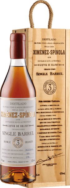 The Single Barrel D.O. from Ximénez-Spinola shines golden in the glass and exudes wonderful aromas of raisins and plums, dried fruits and spices with a distinct woody note. This brandy is very balanced on the palate, the alcohol is well integrated by the sweetness and maturity. The long-lasting reverberation is worn by the sweet and is extremely soft. The 12 years of ageing in the wood makes this brandy so smooth. Enjoy the Single Barrel D.O. with foie gras, chocolate desserts or sweet pastries.