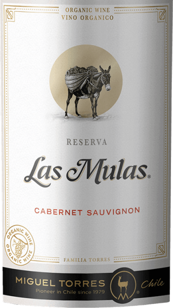 The grapes for the Las Mulas Cabernet Sauvignon from Miguel Torres Chile grow on organic vineyards in the beautiful Chilean cultivation area Valle Central. In the glass, this wine captivates with a deep dark cherry red and ruby red highlights. In the nose, aromas typical of grape varieties unfold after sweetly ripened fruits - especially blackberry, blueberry and blackcurrant - accompanied by fine notes of spices. Very elegant with a powerful body, this Chilean red wine plays around the palate. The ripened tannins are velvety soft and harmonize perfectly with the dense fruit and the fine spiciness of the bouquet. The spicy nuances give this wine further fullness and structure, which stretch into the aromatic, balanced and long reverberation. Vinification of Cabernet SauvignonTorres Las Mulas From April / May, the harvest of Cabernet Sauvignon grapes begins in the Valle Central wine-growing region. The harvested material is immediately taken to the wine cellar and first crushed cold. This removes the first aromas, colour pigments and gentle tannins from the berry peels. At a controlled temperature (26 degrees Celsius), the mash is fermented in stainless steel tanks for 8 days. After that, this wine remains on the mash to extract further aromas and color. The shell contact is 20 days. Finally, this red wine matures for a total of 6 months in French oak barrels. Food recommendation for the TorresCabernet Sauvignon Las Mulas Enjoy this dry red wine from Chile for cozy barbecues with family and friends. But this wine is also a treat for Mediterranean casseroles or fresh pasta in spicy sauces.