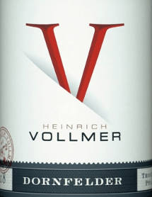 The Dornfelder QbA from Weingut Heinrich Vollmer in the Palatinate presents a bright, purple-red colour in the glass. The nose of this Weingut Heinrich Vollmer red wine shows all sorts of blueberries, black cherries, plums, morello cherries and mulberries. As if that wasn't already impressive, cinnamon, cocoa bean and gingerbread spice join the mix The Dornfelder QbA from Weingut Heinrich Vollmer is a good choice for all wine lovers who like it dry. However, it is never sparse or brittle, but round and smooth. On the tongue, this well-balanced red wine is characterized by an incredibly dense texture. Due to its concise fruit acid, the Dornfelder QbA is wonderfully fresh and lively on the palate. The finish of this red wine from the wine-growing region Palatinate, more precisely from Ellerstadt (DE), finally inspires with a good reverberation. The finish is also accompanied by mineral facets of the clay-dominated soils. Vinification of the Dornfelder QbA from Weingut Heinrich Vollmer The basis for the balanced Dornfelder QbA from Palatinate are grapes from the Dornfelder grape variety. In the Palatinate, the vines that produce the grapes for this wine grow on soils of clay. After the grape harvest, the grapes quickly reach the winery. Here they are selected and carefully crushed. Fermentation then takes place in the cellar at controlled temperatures. The fermentation is followed by a maturation . Food recommendation for the Dornfelder QbA from Weingut Heinrich Vollmer Enjoy this red wine from Germany best tempered at 15 - 18°C as an accompanying wine to veal boiled fillet with beans and tomatoes, goose breast with ginger-red cabbage and marjoram or spaghetti with caper-tomato sauce.