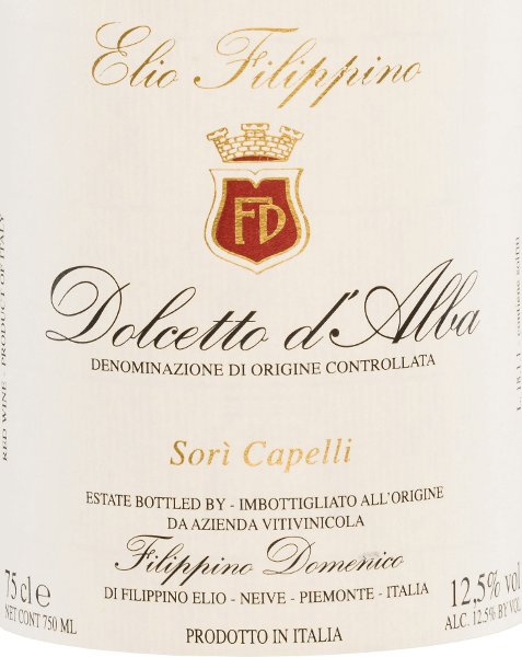 Sori Capelli Dolcetto d 'Alba by Elio Filippino shimmers in the glass in an intense ruby red color with violet reflections. The bouquet is dominated by aromas of ripe, juicy cherries. This is accompanied by fine hints of red berry fruits. Cherry notes are also in the foreground on the palate and harmonize wonderfully with the soft and well-structured character. Food recommendation for the Elio Filippino Sori Capelli Enjoy this dry red wine from Italy with starters, such as figs in a bacon coat, or with Italian pasta dishes with strong sauces.