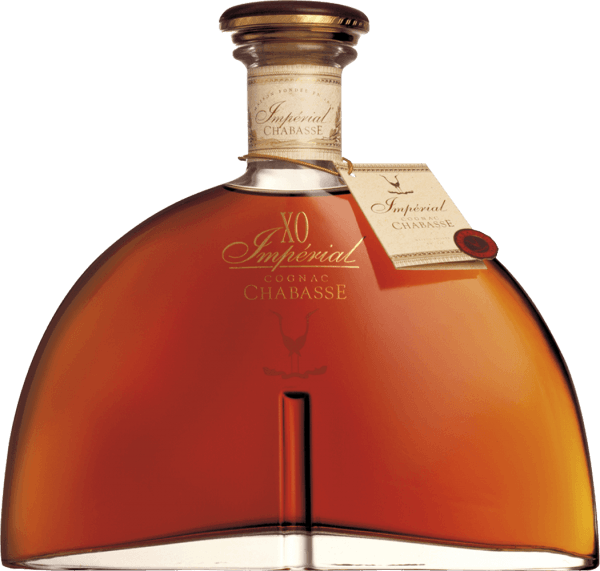 The Cognac XO Impérial by Cognac Chabasse is an outstanding top brandy that combines the Ugni Blanc, Colombard and Folle Blanche grape varieties. A brilliant amber with golden brown shades shimmers in the glass of this cognac. The expressive bouquet is beautifully drawn by the long barrel maturity. In addition to the vanilla aromas and notes of oak wort, fine hints of dried fruits emerge. On the palate, this French brandy convinces with a dense, supple body that harmonizes wonderfully with the aromas of the nose. The extraordinary abundance is due to the long timber expansion. The long finale comes with hints of vanilla. Vinification of the Chabasse Cognac XO Impérial The grapes for this cognac are harvested very early and fermented to a strong acidic white wine. The acid protects against oxidation as cognac is not sulphurized. This base wine is now distilled twice in a copper burner using the traditional Charentaiser distillation process. Wooden barrels made of limousine oak are selected for maturation. This cognac matures in it for 40 to 50 years. Serving recommendation for the XO Impérial Chabasse Cognac Enjoy this top brandy just solo before carmine or in a leisurely round with family and friends. This brandy also goes well with an exquisite cigar or a cup of mocha.