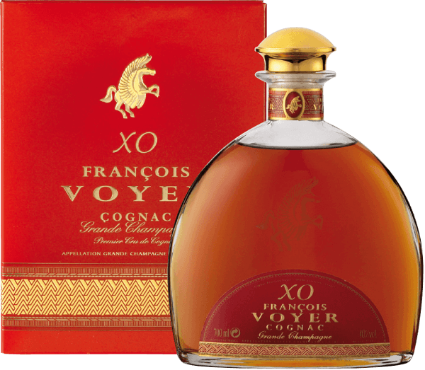 The XO François Voyer Gold Cognac Grande Champagne by François Voyer captivates with a ruby-brown colour and mahogany reflections. The exceptional brandyseduces with intense floral notes that dominate wood and spice tones. The long storage in oak barrels gives it harmony and the characteristic of an excellent old cognac. Elegant and sophisticated in all dimensions, it boasts an abundance of flavours such as vanilla, dried fruits, ginger and walnuts. They mix with subtle hints of pepper, spices and wood. The woody taste is enhanced by hints of dried fruits and vanilla in the long-lasting and complex finish. Serving recommendation for the XO François Voyer Gold Cognac Grande Champagne by François Voyer Enjoy it undiluted or with ice cubes, after which it could warm up in the glass for 10 minutes.