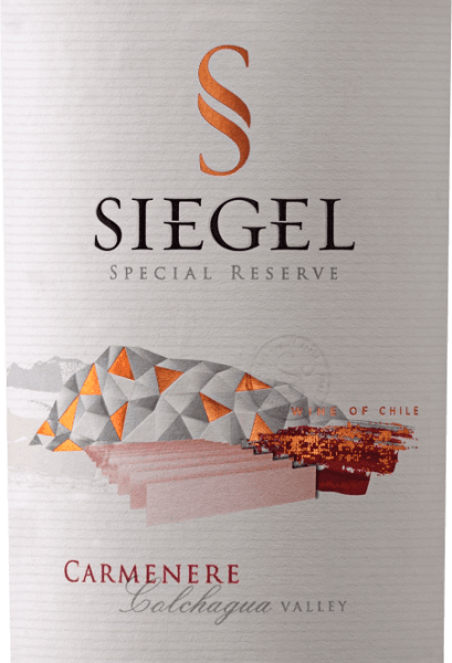 The Special Reserve Carménère by Viña Siegel presents itself with a strong violet-red and a rich bouquet. This seduces with the aromas of ground black spices, star anise and black pepper in a harmonious interplay of dark forest berries. This Chilean red wine with its polished tannins ensures a juicy mouthfeel and goes into its final with a delicate melting. Vinification for the Special Reserve Carménère by Viña Siegel After harvesting, the grapes are subjected to cold maceration for 5 days and alcoholic fermentation at 27-29° Celsius for a darker colour and better structure. After maceration for two weeks, the wine is separated from the yeasts and the malolactic fermentation follows. The wine was then aged for 10-12 months in French oak. Food recommendation for the Special Reserve Carménère Enjoy this dry red wine with aromatic dishes with pork, creamy pasta, grilled meat or game and duck. Awards for the Carménère Special Reserve Descorchados: 90 points for 2014 International Wine & Spirit Competition: Silver for 2014