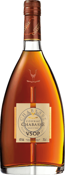 From the Ugni Blanc grape varieties (80%). Colombard (15%) and Folle Blanche (5%) are distilled from the elegant, warm-spicyCognac VSOP from Cognac Chabasse. In a shiny amber with golden highlights, this brandy shimmers in the glass. The seductive bouquet enchants the nose with aromas of white summer flowers, ripe pears as well as figs, fine caramel and subtly spicy hints thanks to the ageing in limousine oak. On the palate, the floral aromas are wonderfully present, which are accompanied by a warm spice and perfectly integrated wood nuances. This French brandy has a are in reverberation a wonderful length and fullness. Vinification of the Chabasse Cognac VSOP The grapes for this cognac are harvested very early and fermented to a strong acidic white wine. The acid protects against oxidation as cognac is not sulphurized. This base wine is now distilled twice in a copper burner using the traditional Charentaiser distillation process. Wooden barrels made of limousine oak are selected for maturation. In it, this cognac matures for at least 4 years. Serving recommendation for the VSOP Cognac Chabasse Enjoy this brandy from France as an elegant digestive or on cozy evenings in front of the fireplace with a good book.