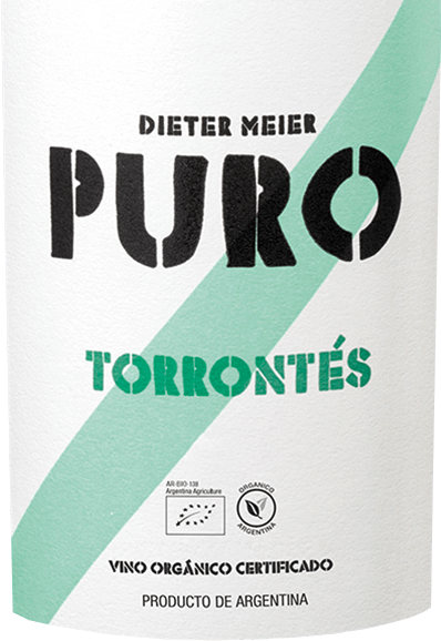The grapes for the fresh, grape-varietal Puro Torrontés from Dieter Meier grow on the high vineyards of Cafayate. A bright yellow shimmers in the glass with greenish highlights. In the nose, fruity-floral aromas of white-fleshy peaches, juicy lychee and a hint of rose blossoms reveal themselves. This is accompanied by hints of spicy muscatel grapes. The palate is pampered by a citric aroma - pink grapefruit and lime with filigree exotic nuances of star fruit and lychee. The body is wonderfully fresh and powerful with a lively acidity that accompanies up to the elegant, herbaceous reverberation. Vinification of Dieter Meier Puro Torrontés The ripe grapes grow in the 1600-metre-high vineyards in Salta. The ripe Torrontés grapes are carefully fermented in the steel tank. This Argentine white wine is aged exclusively in a stainless steel tank for 90 days. As a result, this wine gains its juicy, fruity and fresh kind. Food recommendation for the Puro Torrontés Dieter Meier Serve this dry white wine from Argentina with all fish dishes or with light meat, goat's cheese or early vegetables in puff pastry. But also as an aperitif, this wine is just the thing.