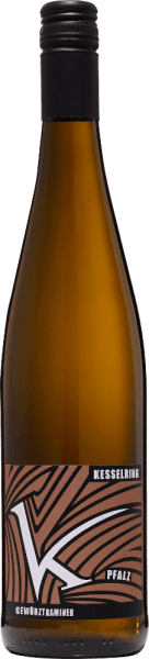 TheGewürztraminer trocken by Lukas Kesselring from the German wine region Pfalz is an extravagant, grape varietal pure and seductive white wine vinified from organically grown grapes. In a bright straw yellow with golden highlights, this wine presents itself in the glass. The nose is pampered by a typical bouquet. Spicy notes of cloves and nutmeg are revealed, complemented by floral notes of roses. The fruity aroma awaits with ripe lychees, sun-ripened citrus fruits and physalis. On the palate, this German organic white wine has a multifaceted, intense and expressive body. Despite the strength, an animating freshness comes into its own wonderfully. The aromas of the nose are also reflected and are in perfect balance with freshness, fullness and varietal character. Food recommendation for the KesselringGewürztraminer Enjoy this dry white wine from Germany with goose liver with roasted onions and apple chutney on potato stew, fine beef ragout with noodles or with strong cheeses.