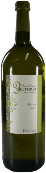 This white reveals a cool nose with spicy lemon peel, pear and a hint of minerality. The spicy pear fruit is also reflected on the palate. The Silvaner quality wine dry from the wine cellar Sommerach presents itself racially and lively fresh, with good balance, a certain strength and a fine juicy body including a hint of melt. Its minerality only shows up shortly before the fruity, spicy and mineral finale.