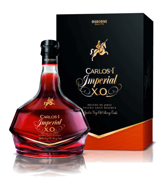 The Carlos Imperial is a blend of particularly exquisite wine distillates, some of which matured for up to 20 years in centuries-old white oak barrels from America, in which fine sherries were previously stored. This fine brandy presents itself in the glass in an intense mahogany tone, with golden shimmer. It unfolds its intense bouquet with notes of walnut, fig and hazelnut. These nuances are accompanied by intense oak notes. The Carlos Imperial leaves a silky soft mouthfeel and is balanced and persistently elegant in the finish. Serving recommendation for the Carlos Imperial Enjoy this Spanish spirit drink as a digestive at 18-20°C.