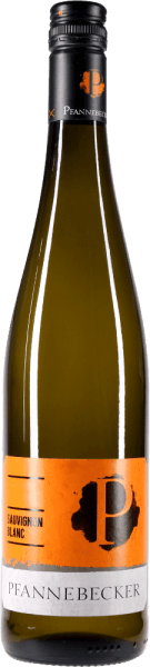 The Sauvignon Blanc from Pfannebecker is not only ORGANIC and vegan, but also shows up with beautiful, light yellow color in the glass. The nose reveals herbal notes of lavender, boxwood and sage, but also juicy pear, gooseberry and a nuance of pepper. On the palate, Pfannebecker's Sauvignon Blanc is crisp and fresh. This wonderfully vital white wine from Rheinhessen delights with crisp acidity and dry taste. In the long finale delicate, herbaceous approaches and a fine minerality. Enjoy this organic white wine from Pfannebecker with fresh salads, asparagus dishes or mussels. Awards: Falstaff Wine Guide 2017: 89 points for 2015