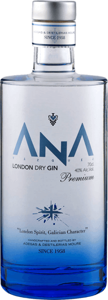 """""""Gin is in"""" and with THE ANA London Dry Gin from Adegas Moure you can immediately bring to the table on very special juniper brandy. The fine ANA gin from the northern Spanish Galicia delights with aromas of flowers and notes of a Mediterranean forest in the nose. It pairs with juniper and citrus nuances. On the palate, the ANA London Dry Gin is dominated by a typical, strong juniper note, followed by notes of lemons and oranges. This gin from Adegas Moure is harmonious, with a spicy finish full of juniper and a hint of lemon. A great gift for gin enthusiasts."""