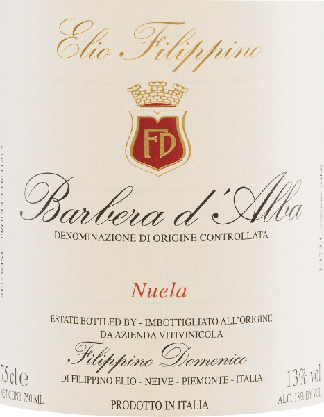The deep red colour of Elio Filippino's Barbera d 'Alba Nuela resembles that of a radiant ruby. An expressive bouquet of ripe fruits (sour cherries, plums), supplemented by slightly spicy notes, plays around the nose. On the full and balanced palate, this Italian red wine convinces with refreshing acidity, ripe fruit and well-integrated tannins. A long reverberation with hints of vanilla completes the personality perfectly. Food recommendationfor Filippino Barbera d 'Alba Nuela This dry red wine from Italy goes well with the famous Piedmontese dish Bagna Caoda (warm sauce, similar to a fondue sauce), with meat dishes such as Bollito Misto (cooked meat) and ripe cheeses.