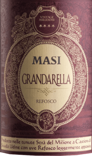 The Grandarella by Masi Agricola is intensely dark red in the glass. A bouquet of aromatic and dried herbs and vanilla unfolds on the nose, complemented by fruity hints of red fruits. On the palate, it is body-rich, complex and balanced, with noticeable notes of blueberries, plums, cinnamon and spices. In the finish, this Italian red wine finishes with a dry and juicy fruity finish. Vinification of Grandarella by Masi Agricola The name Grandarella already refers to the special production method of this wine: grano =grape berry and arella, the traditional drying device for the grapes. The red wine Grandarella is vinified from the indigenous grape variety Refosco from the Veneto and Friuli regions in Italy using the Appassimento method. The air drying of the grapes results in a higher concentration of the must and the wine becomes more complex, denser and heavier. Food recommendation for the Masi Grandarella This intense red wine from northern Italy goes well with dishes with red meat, grilled or fried, with game of all kinds and with tasty and spicy cheeses, or I like to go solo at the end of a meal.