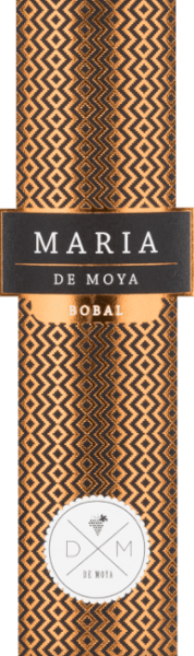 The Maria Bobal from Bodega De Moya is an expressive cuvée from the Bobal and Merlot grape varieties. Every red wine is a tribute to the women in the Larijssens family. This powerful cuvée is named after the older daughter Maria. This Spanish wine presents itself body-rich, intense and in a dark ruby red in the glass. The multi-faceted bouquet opens on the nose with fine spicy aromas, followed by vanilla, coconut, berries and dried fruits to jam. On the palate, this wine has a powerful, round character that combines perfectly with the aromas of ripe fruits and the soft, well-integrated tannins. The finale impresses with its wonderful length and a fine berry-spicy touch. Vinification of De Moya Maria Bobal This red wine is a cuvée of 90% Bobal and 10% Merlot of the estate's vines of Bodega De Moya in the mountains behind Valencia, not far from the Spanish Mediterranean coast. The grapes grow at an altitude of 850 m, on nutrient-poor sandy and clay soils with many pebbles, on vines that are between 15 and 40 years old. The yields are low, the harvesting is done selectively by hand in 15 kg boxes. After harvesting, the grapes are cooled to 4 ° for 24 hours. During the temperature-controlled mash fermentation in steel tanks for 26 to 34 days, the mash cap is manually lowered. No pressed grapes are used. The ageing is then carried out over a period of 12 months in selected French oak barrels Food recommendation for the Maria Bobal by Bodega de Moya This powerful, round Spanish red wine from the Valencia region goes very well with a traditional Spanish meat palata, with pasta with slightly stronger sauces, poultry fried or grilled, red meat, Spanish ham or chorizo. At the same time a great soloist.