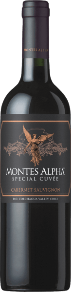 The grapes for this expressive, grape-varietalMontes Alpha Special Cuvée Cabernet Sauvignon come from the Colchagua Valley growing region of the Marchigüe and Apalta vineyards. In the glass, this wine shimmers in a deep ruby red with violet highlights. The complex bouquet is determined by lush aromas of black ripe fruits - especially blackberry and black cherry - and notes of cream de cassis. The fruity aroma is accompanied by a hint of tobacco, nutmeg and red pepper. On the palate, this Chilean red wine is wonderfully strong, voluminous and has a very good structure. Woodworking gives this wine greater complexity and perfectly rounded tannins, and a very subtly sweet nuance. The finale comes with elegance and wonderful length. Vinification of the Special Cuvée Cabernet Sauvignon Montes Alpha At the end of April, Cabernet Sauvignon grapes are carefully picked by hand in the Colchagua Valley. Once in the wine cellar of Montes, the grapes are selected and fermented in stainless steel tanks. After completion of the fermentation process, 65% of this wine is aged for 16 months in French oak barriques (first and second occupation). The remaining 35% remain in the stainless steel tanks Food recommendation for the Cabernet Sauvignon Special Cuvée Montes Alpha Enjoy this dry red wine from Chile with spicy and spicy pan dishes and also with strong pasta dishes (especially with Spaghetti Bolognese).