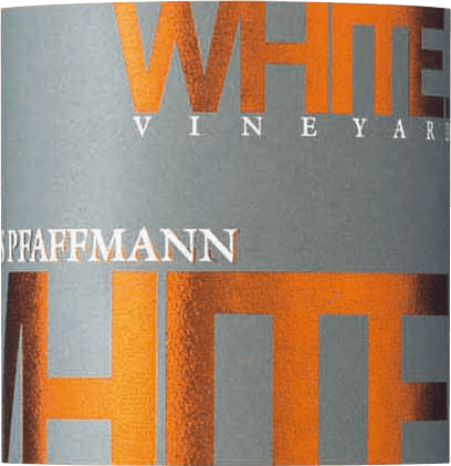 The White Vineyard quality wine dryn by Markus Pfaffmann is vinified from Chardonnay and Pinot Blanc grapes. The delicate fruit aroma of this blend exudes ripe mirabelles, apricots and even passion fruit. In the mouth it is clear and juicy with an animating fruitiness of mango with stone fruit. On the palate, it reveals itself with a dense and powerful body, firm spine and straight structure and sets out style and posture.This vital and very elegant white wine is rounded off by a good final with lots of accompanying exotic fruit.