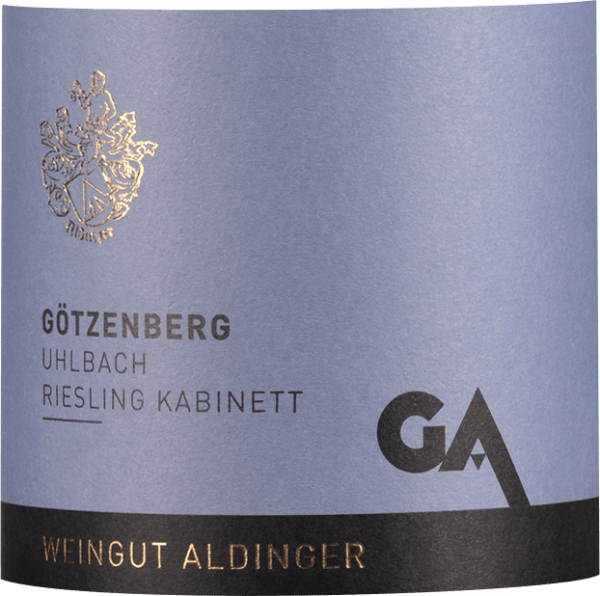 The Uhlbacher Götzenberg Riesling Cabinet of Weingut Aldinger comes from a large VDP location, the highest quality level known by the Association of German Predicate Wineries. In the glass comes this sweet lace wine with light citrus yellow color. The nose of this excellent white wine captivates with hints of quince, white vineyard peach and fresh lime. Mineral and floral nuances complete the bouquet of this extraordinary cabinet. On the palate, Aldinger's Riesling Cabinet from Götzenberg in Uhlbach reveals an incredible lightness, combined with an extraordinary sweet and sour game. A great white wine that impressively reveals the incredible qualities of a light-footed cabinet. Vinification of the Aldinger Uhlbacher Götzenberg Riesling Cabinet This Riesling cabinet from the Große VDP-Lage Uhlbacher Götzenberg is rooted in first-class sandstone soils with lime deposits. After harvesting, the Riesling grapes are fermented in a large wooden barrel at 12-14°C. Food recommendations for the Götzenberg Riesling Cabinet of Aldinger Enjoy this exceptional cabinet giant with fruity desserts, soft cheese or spicy Thai curries. Awards for the Götzenberg Cabinet Riesling by Aldinger Falstaff: 91 points for 2018 Falstaff: 90 points for 2017