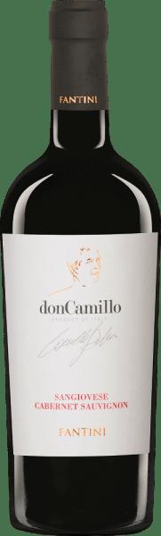 DerDon Camillo Sangiovese von Farnese Vini aus dem italienischen Weinanbaugebiet IGT Terre di Chieti in Abruzzen ist eine vollmundige, elegante und unkomplizierte Rotwein-Cuvée. Im Glas leuchtet dieser Wein in einem satten Rubinrot mit kirschrotem Schimmer. Die Nase wird von einem fruchtigen Bouquet mit Aromen nach frisch gekochter Marmelade, saftigen Kirschen und würzigen Noten nach Süßholz, Vanille und feinste Nuancen nach Blumen verzaubert. Am Gaumen besitzt dieser italienische Rotwein einen vollmundigen Körper, der wunderbar von der guten Tanninstruktur umhüllt wird. Das Finale wartet mit einer guten Länge und einem würzigen Touch auf. Vinifikation des Farnese Vini Don Camillo Diese Cuvée wird zu 90% aus Sangiovese und zu 10% aus Cabernet Sauvignon als eine moderne Interpretation eines Super Tuscans vinifiziert. Nach der Lese fand der Mazerations- und Fermentationsprozess über einen Zeitraum von 20 Tagen statt. Die malolaktische Fermentation wurde in Barriquefässern aus französischer Eiche durchgeführt, in welchen dieser Rotwein für 6 Monate ausgebaut wurde. Speiseempfehlung für den Farnese Vini Don Camillo Genießen Sie diesen trockenen Rotwein aus Italien mit Salami, zu deftigen Vorspeisen oder Fleisch und Käse.