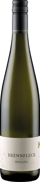 The Sulzfelder Maustal Riesling Cabinet from the Brennfleck Winery presents itself with a light straw yellow and greenish reflections in the glass and unfolds its wonderfully fresh and fruity bouquet. This is borne by the aromas of yellow fruits, especially peach and apricot. This Riesling from Franconia is fruity on the palate, refreshingly light and with a lively acidity. Food recommendation for the Sulzfelder Maustal Riesling Cabinet of the Brennfleck Winery Enjoy this dry white wine as an aperitif, with appetizers or with dishes with fish and seafood.