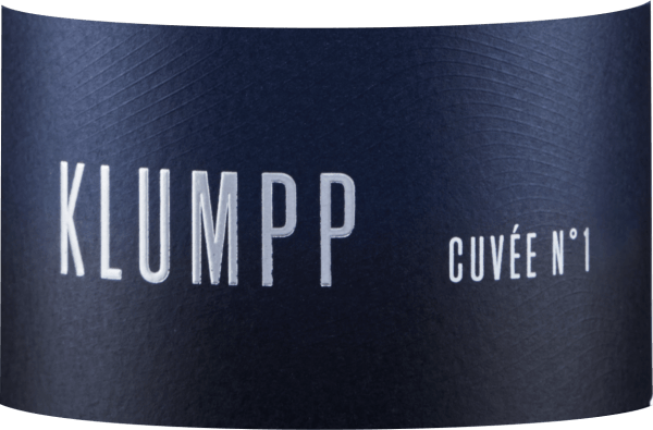 The Cuvée N°1 from the Klumpp winery seduces with a concentrated berry aroma, which is accompanied by plums and a subtle orange note. This fresh red wine reflects the bouquet on the palate. Fine tannins lead this well-balanced wine into a spicy finish with red berry fruit notes. Vinification of the Cuvée N°1 This red wine cuvée is vinified from the grape varieties Lemberger, St.Laurent, Pinot Noir and Cabernet Sauvignon. The used grapes come to 100% from biological cultivation. Food recommendation for the Cuvée N°1 Enjoy this dry red wine with grilled steaks or spare ribs.