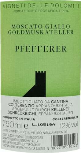 Der Wein hat seinen Namen von der Pfefferer-Traube, einer Spezialität aus der goldenen Muskat-Traube , die im Volksmund Südtirols seit jeher so bekannt ist. Wahrscheinlich wegen des würzigen Aromas, das an Pfeffer erinnert. Pfefferer ist ein leichter Wein mit Frische und zarten Muskatfruchtaromen.Der Pfefferer überrascht mit seiner eleganten und lebendigen Jugend seinen unverwechselbaren Charakter. Die erste Nase des Pfefferer offenbart Noten von Gallia-Melone, Ananas und Orangeblüte. Den fruchtigen Teilen des Bouquets gesellen sich schwarzer Tee, Vanille und orientalische Gewürze hinzu. Dieser trockene Weißwein von Kellerei Schreckbichl ist ideal für Weingenießer, die es frisch und fruchtig mögen. Der Pfefferer wurde gerade einmal 6 Gramm Restzucker vinifiziert. Auf der Zunge zeichnet sich dieser leicht und würzige Weißwein durch eine ungemein dichte Textur aus.Er hat eine angenehme Säure, ein feines Aroma nach Muskat und ist gleichzeitig rassig-pfeffrig, was der klassischen Muskatellertraube fehlt. Er ist nicht zu aufdringlich und trotzdem ein Charakterwein. Das Finale dieses Weißwein aus der Weinbauregion Trentino-Alto Adige besticht schließlich mit gutem Nachhall. Der Abgang wird zudem von mineralischen Anklängen der von Sandstein und Kalkstein dominierten Böden begleitet. Vinifikation des Kellerei Schreckbichl Pfefferer Grundlage für den eleganten Pfefferer aus Trentino-Alto Adige sind Trauben aus der Rebsorte Goldmuskateller. Die Trauben wachsen unter optimalen Bedingungen in Trentino-Alto Adige. Die Reben graben hier ihre Wurzeln tief in Böden aus Kalkstein und Sandstein. Die Trauben für diesen Weißwein aus Italien werden, zum Zeitpunkt optimaler Reife, ausschließlich von Hand . Nach der Weinlese gelangen die Trauben zügig in die Kellerei. Hier werden sie selektiert und behutsam aufgebrochen. Anschließend erfolgt die Gärung im Edelstahltank bei kontrollierten Temperaturen. Nach ihrem Ende kann sich der Pfefferer für einige Monate auf der Feinhefe weiter harmo