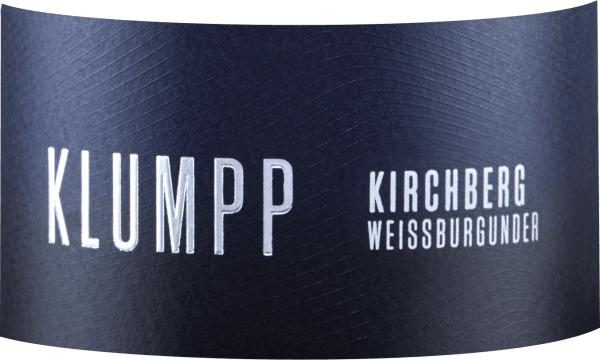 The Kirchberg Weissburgunder from the Klumpp winery seduces with its racy bouquet, which is characterized by quince and apple. These aromas are accompanied by fresh herbs, as well as apricot and pear. This invigorating white wine is juicy on the palate and reveals a clear herbal spice, apples and minerality. A fine tannic structure leads into a long and complex finish. Vinification of the Klumpp Kirchberg Weissburgunder The grapes for this single-varietal Pinot Blanc come from the Unteröwisheimer Kirchberg site. The soils there are very chalky and thus ensure optimal expression of the Burgundy aroma. Part of this wine is aged in barriques. Food recommendation for the Klumpp Kirchberg Weissburgunder Enjoy this dry white wine with asparagus or veal and pork.