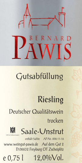 The Riesling quality wine dry from Pawis reveals a cool, refreshingly crystal-clear and lively nose with a stimulating, finely juicy apricot and apple fruit that underline its direct nature. A gentle minerality and some extract and concentrated fruit sweetness round off the fragrance.An easily emerging, salty as well as solid and concentrated minerality is noticeable on the palate. The slim body convinces with a firm stature and structure as well as length and a beautiful balance. Overall, a very stimulating and slightly playful Riesling.