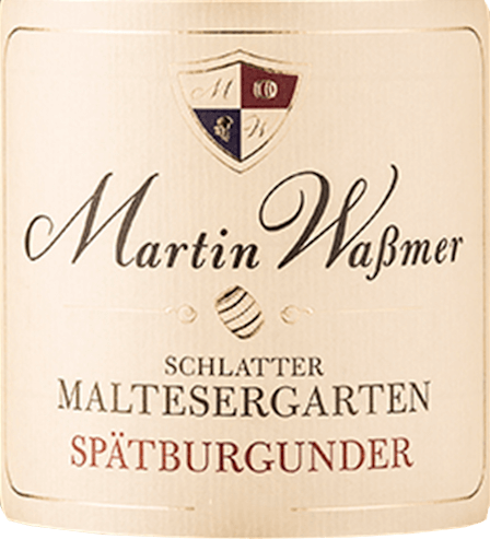 The Schlatter Maltesergarten Spätburgunder from Martin Waßmer enters the glass with a radiant ruby red and bronze highlights. Aromas of ripe cherries and other deep red berries rise from the glass to our nose. Pepper, chocolate and a scent of warm chestnuts increase the excitement before the first sip. On the palate, Martin Waßmer's Schlatter Maltesergarten Spätburgunder reveals itself creamy with an elegant wood aroma and spicy notes of cloves and full-bodied sour cherries. A Burgundy that needs its glass, a big Burgundy glass, to really show all facets. A fine fruity finish rewards everyone who enjoys it. Vinification of the Schlatter Maltesergarten Spätburgunder from Waßmer Martin Waßmer has access to the best soils in the Schlatter Maltesergarten with an almost Burgundian style. Limestone with overlying soils of loam and marl make the site a filet piece in Baden and give Waßmer perfectly ripened grapes. After the harvest, the grapes are fermented on the skins and finally matured in wooden barrels. Food recommendation for the Martin Waßmer Pinot Noir from Schlatter Maltesergarten Enjoy this expressive Pinot Noir from Baden with classic pork dishes or with knuckle of pork.