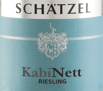 The Riesling Nierstein cabinet of Weingut Schätzel from Rheinhessen shows a brilliant, light yellow colour in the curved glass. If you give him some air by swivelling, this white wine is characterized by an incredible lightness, which makes him dance energetically in the glass. Poured into a white wine glass, this white wine from the Old World shows wonderfully expressive aromas of Mon Cheri cherry, blackcurrant, pear and plum, rounded off by other fruity nuances. The Riesling Nierstein Cabinet from Weingut Schätzel is ideal for all wine drinkers who like as little residual sweetness as possible in the wine. However, it never appears sparse or brittle, as you would expect with a wine of this price range. Light-footed and multi-layered, this dense white wine presents itself on the palate. Thanks to its vibrant fruit acid, the Riesling Nierstein Cabinet presents itself exceptionally fresh and vibrant on the palate. The finale of this maturable white wine from the Rheinhessen wine-growing region finally inspires with remarkable reverberation. Vinification of the Weingut Schätzel Riesling Nierstein Cabinet Grapes from the Riesling grape variety form the basis for the elegant Riesling Nierstein Kabinett from Rheinhessen. The Riesling Nierstein Cabinet is an Old World wine through and through, because this German wine breathes an extraordinary European charm, which clearly underlines the success of wines from the Old World. The fact that the Riesling grapes thrive under the influence of a rather cool climate also has an influence on the ripening of the harvested material that cannot be pointed out by hand. This manifests itself, among other things, in particularly long and uniform grapes and rather moderate alcohol content in the wine. After the harvest, the grapes quickly reach the winery. Here they are sorted and carefully broken up. The fermentation is then carried out at controlled temperatures. After completion of fermentation . Food recommendation for the Riesling Nierstein Cabinet of Weingut Schätzel This white wine from Germany should best be enjoyed chilled at 8 - 10°C. It is perfect to accompany vegetable salad with beetroot, spaghetti with yoghurt mint pesto or elderflower yoghurt ice cream with lemon balm. Awards for the Riesling Nierstein Cabinet of Weingut Schätzel This wine from Rheinhessen inspires not only us, but also well-known critics already distinguished it. Below the ratings you will find Wine Plus - 3 stars