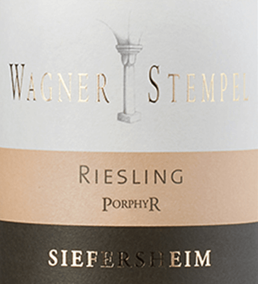 Siefersheim Riesling Porphyr by Wagner-Stempel is an extremely mineral, grape varietal and fresh white wine from the German wine-growing region of Siefersheim in Rheinhessen. Riesling grapes are cultivated after organic cultivation. In the glass, this wine shines in a clear light yellow with platinum gold highlights. The complex bouquet reveals intense aromas of juicy vineyard peaches and sun-ripened apricots - perfectly accompanied by vegetarian notes of mint and lemon balm. On the palate, this German white wine with an incredibly mineral body is accompanied by a fresh and lively acidity. The wonderful complexity gives the Wagner stamp Siefersheim Riesling Porphyry a perfect structure. The finale comes with a nice length. Vinification of the Wagner stamp Siefersheimer Porphyr Riesling The grapes come from the best Riesling parcels in Siefersheim. The soils are very rocky with skeletal sand, gravel and clay. Porphyry rock can be found in the underground. The Riesling grapes are harvested by hand and are already strictly selected in the vineyard. In the Wagner-Stempel wine cellar, the harvested material is first fermented in stainless steel tanks. After the fermentation process has been completed, this white wine is aged both in stainless steel tanks and in traditional German oak barrels. Food recommendation for the Porphyry Riesling Siefersheim Wagner stamp This dry white wine from Germany is an excellent accompaniment to Vitello Tonnato, grilled salmon with couscous or spiced cod fillet on salad with herbal sauce.
