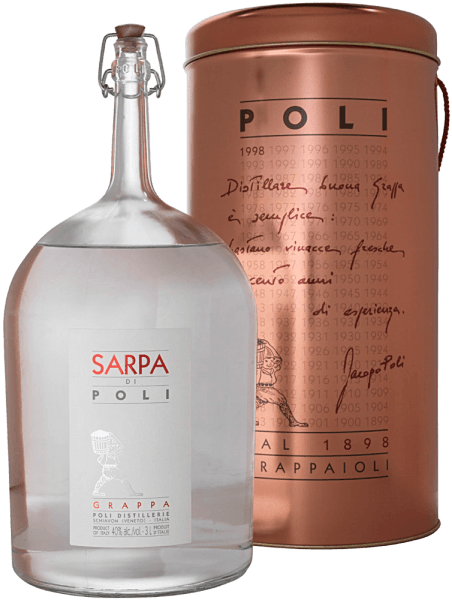 The Sarpa di Poli by Jacopo Poli is a powerful grappa from the marc of Merlot (60%) and Cabernet Sauvignon (40%). In the glass, this grappa presents itself in a clear, transparent color. The fresh bouquet is carried by fresh herbs, speckled mint and floral accents of roses and geraniums. On the palate, this grappa is wonderfully powerful with a rustic personality - very pure and honest in taste. Distillation of Jacopo Poli Grappa Sarpa di Poli Big Mama The still fresh pomace is traditionally distilled in old copper burners. After the firing process, this grappa still has 75% by volume. By adding distilled water, this pomace brandy reaches an alcohol content of 40% by volume. This grappa then rests in stainless steel tanks for a total of 6 months, after which it is gently filtered and filled onto the bottle. Serving recommendation for the Big Mama Sarpa di Poli Jacopo Poli Grappa Enjoy this grappa as a digestif after a nice menu, or just serve it pure at about 10 to 15 degrees Celsius.