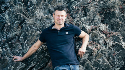 Tim Schäfer-Fröhlich manages the fortunes of the winery in Bockenau