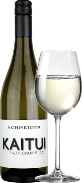 """The Kaitui Sauvignon Blanc by Markus Schneider is Germany's answer to New Zealand's white wine success. The name already shows that Markus Schneider wants to compete with classics from the other end of the world - like Cloudy Bay & Co. Kaitui means """"tailor"""" in the language of the Maori (note the profession, not the surname). The Kaitui Sauvignon Blanc comes into the glass with a delicate platinum yellow colour and greenish reflections. The first nose immediately reminds of classic New Zealand or cold climate aromas. Freshly mowed grass, boxwood, lemongrass, caffir lime leaves, kiwi and crispy Granny Smith apple come to mind. Mineral notes and hints of white flowers complement. On the palate the tailor Kaitui starts exceptionally powerful, juicy tasty. Mineral nuances, fine melting and a long, exotic-fruity reverberation make this wine an incredible experience. Vinification of the Kaitui Sauvignon Blanc Markus Schneider gets the grapes for his Kaitui from particularly high parcels, where the vines are rooted in limestone soil. After mashing, a mashing life of 4 to 10 hours follows, after which the wine is gently pressed and fermented in a temperature-controlled manner. Food recommendation for the Kaitui Sauvignon Blanc by Markus Schneider Enjoy this white wine from the Palatinate region best with Asian dishes such as Thai fish curry, Vietnamese summer rolls or pan-stirred chicken with colourful vegetables."""