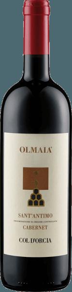 Der Sant'Antimo Olmaia von Col d'Orcia präsentiert sich im Glas in einem intensiven Rubinrot und entfaltet dabei sein rebsortentypisches Bouquet mit den Aromen von Waldfrüchten, Pflaumen und Cassis. Abgerundet werden diese Noten durch die würzigen Aromen von Gewürzen und Eiche. Dieser Rotwein aus der Toskana ist am Gaumen fleischig mit einer großartigen Struktur. Die Tannine sind weich und harmonieren perfekt mit den klassischen Eichenholznoten. Der Nachhall ist langanhaltend und würzig. Vinifikation für den Sant'Antimo Olmaia von Col d'Orcia Die Rebstöcke für diesen reinsortigen Cabernet Sauvignon wachsen in Weinbergen in Olmaia, Montalcino. Nach der Handlese wurden die Trauben vor der Fermentation noch einmal selektiert. Die Fermantation und Mazeration fanden über einen Zeitraum von 20 Tagen in Edelstahltanks statt, daran schloss sich die malolaktische Fermentation an. Der Sant'Antimo Olmaia reifte für 18 Monate in Fässern aus französischer und amerikanischer Eiche und weitere 8 Monate in der Flasche. Speiseempfehlung für den Sant'Antimo Olmaia von Col d'Orcia Genießen Sie diesen trockenen Rotwein zu gegrilltem, roten Fleisch, Rinderfilet, Wild oder zu gereiftem Käse. Auszeichnungen für den Sant'Antimo Olmaia von Col d'Orcia Gambero Rosso: 2 Gläser (Jahrgang 2012) Decanter: Silber (Jahrgang 2012) Wine Spectator: 92 Punkte (Jahrgang 2012)