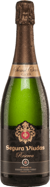 With the Semi Seco Reserva by  Segura Viudas you get an excellent cava that sparkles light yellow in the glass.  The aromatic bouquet reveals notes of tropical fruits, such as juicy passion fruit and fresh lemon, with hints of white flowers. The aromas of the nose can also be found on the fruity palate. This sparkling wine combines the acidity, freshness and fruit into an unforgettable interaction.  Vinification of the Reserva Semi Seco  This cava is  vinified from the grape varieties Macabeo (60%), Parellada (25%) and Xarel-lo (15%). The grapes are picked by hand in September. Temperature-controlled fermentation takes place in the stainless steel tank. This cava is then stored on the yeast for 15 months.  Food recommendation for the Segura Viudas Semi Seco Reserva This cava is a lace aperitif or can be combined wonderfully with onion quiche, green chicken curry or turkey saltimbocca.  Awards for Semi Seco Reserva Mundus Vini: Silver Berlin Wine Trophy: Gold