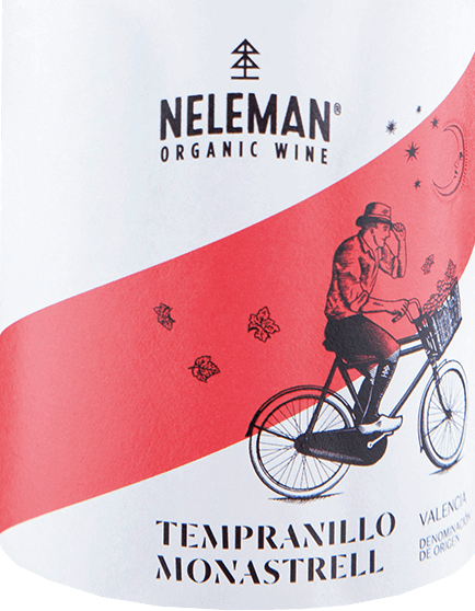 The Tempranillo Monastrell by Neleman is an uncomplicated red wine cuvée from the Spanish DO Valencia region. The grapes come from certified organic farming. In the glass, this wine shines in its rich cherry red with ruby red highlights. The intense bouquet reveals floral and fruity aromas - from sweetly ripened berries (strawberries and raspberries) to floral and herbal accents to subtly candied notes. The wonderful sweet fruit fullness is also present on the palate and is perfectly underlined by a juicy, silky texture. The gently ripened tannins are wonderfully integrated into the body and harmonize wonderfully with the fresh acidity. The finale comes with a pleasant length. Food recommendation for the NelemanTempranillo Monastrell This dry red wine from Spain is a wonderful soloist for cozy evenings with family and friends. But this wine also goes well with Spanish paella, grilled meat and medium-strength cheeses.