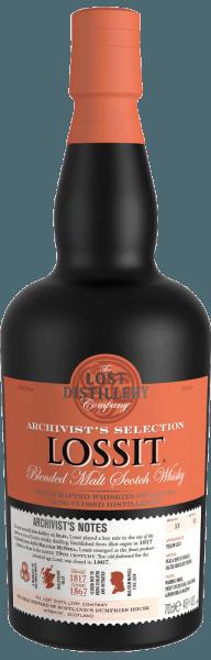 Der Archivist's Selection Lossit Blended Malt Scotch Whisky von The Lost Distillery Company glänzt im Glas goldgelb. An der Nase überrascht der Archivist's Lossit mit Aromen von Torf, Tabak, weichen Nuancen von Rauch, Anklänge von salzigem Schokopudding, würziger Vanille und frischm Toast mit Butter. Am Gaumen zeigt er sich warm, ausgewogen, mit einem schönen Wechselspiel zwischen rauchigen und sanften, würzigen Noten. Im Abgang erscheinen Aromen von süßen, gewürzten Birnen, Mandelmilch und Marzipan, gegrillte tropische Früchte, die in einem sehr langen, rauchigen und komplexen Nachhall auslaufen. Herstellung des Archivist's Lossit Blended Malt Scotch Whisky von The Lost Distillery Die Distillery Lossit war eine der erfolgreichsten landwirtschaftlichen Distillerien auf der Insel Islay und spielte eine nicht unbedeutende Rolle im Aufstieg der Insel zu einer Ikone der schottischen Whiskyherstellung. 1817 gegründet von Malcolm McNeill, Landwirt und Destilleur, hob sich die Lossit Distillery schon bald als einer der besten Hersteller auf der Insel Islay hervor. Mit der aufkommenden Industrialisierung verlor die Destille an Bedeutung bis sie 1867 schliesslich ganz geschlossen wurde. The Lost Distillery Company greift mit Hilfe eines Teams von Whisky-Historikern die Herstellungsweise und Geschmacksprofile der ehemaligen Brennereien wieder auf. Durch die Vermählung von Single Malts unterschiedlicher Destillen der spezifischen schottischen Regionen und Einsatz der gegebenen Ressourcen schaffen sie es auf diese Weise längst verschollene Whiskys neu zu interpretieren. Auszeichnungen für den Lossit Blended Malt Scotch Whisky von The Lost Distillery Scotch Whisky Masters: Master Medaille 2016 International Whisky Competition: beste Neuerscheinung 2016