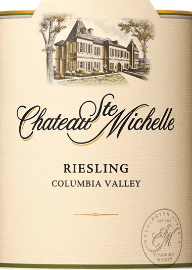 The grapes for the varietalRiesling finely tart from Chateau Ste. Michelle grow in the American wine growing area Washington State - Columbia Valley. In the glass, this wine shines in a light straw yellow with glittering greenish reflections. The aromatic bouquet reveals typical grape aromas of fresh apples, juicy peaches as well as nectarines, ripe pears and fresh citrus fruits - accompanied by fine hints of passion fruit and pineapple. On the palate, this American white wine presents itself with an aromatic, juicy and full-bodied body. The fruity aroma of the nose is also reflected. This is complemented by subtle mineral nuances that harmonize perfectly with the racial acidity and subtle sweetness. This white wine convinces with its seductive personality and liveliness and concludes with an elegant, pleasantly long finish. Food recommendation for Ste. Michelle Riesling delicately tart Enjoy this delicately tart Riesling with grilled crustaceans with a cream-herb sauce, crisp salad with baked goat's cheese or with chicken curry.